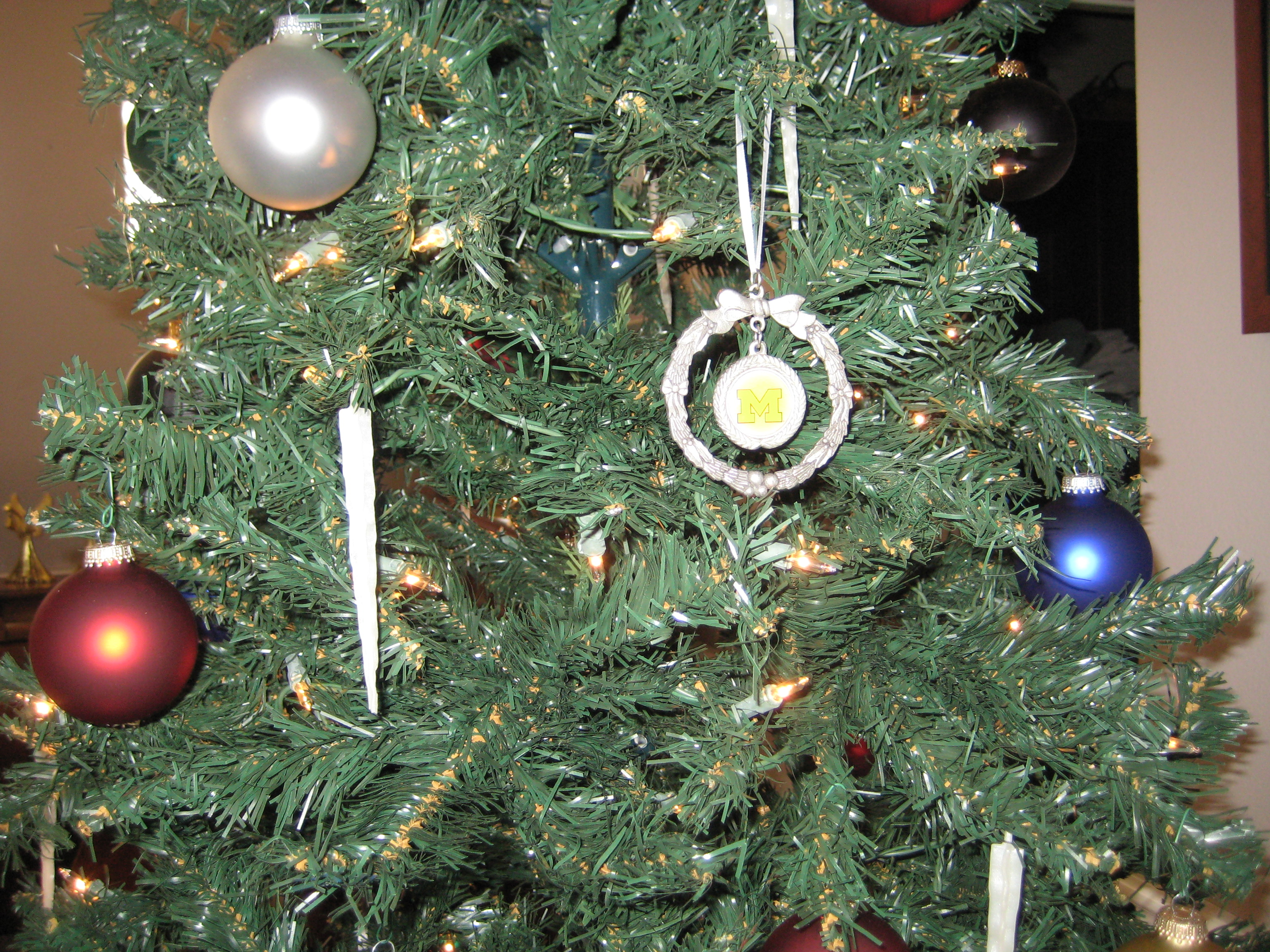 Loose ends and Christmas decorations 001