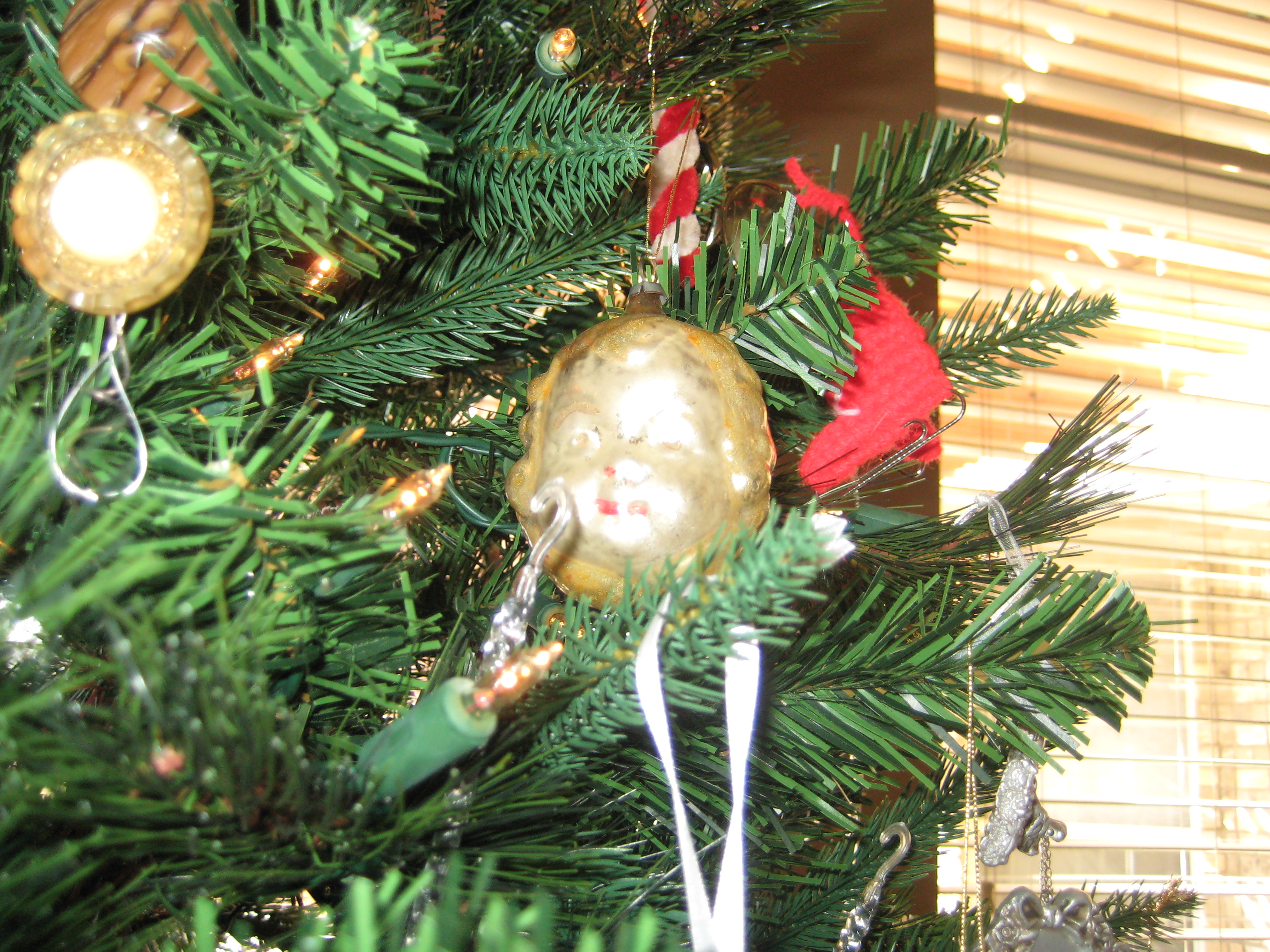 Loose ends and Christmas decorations 007