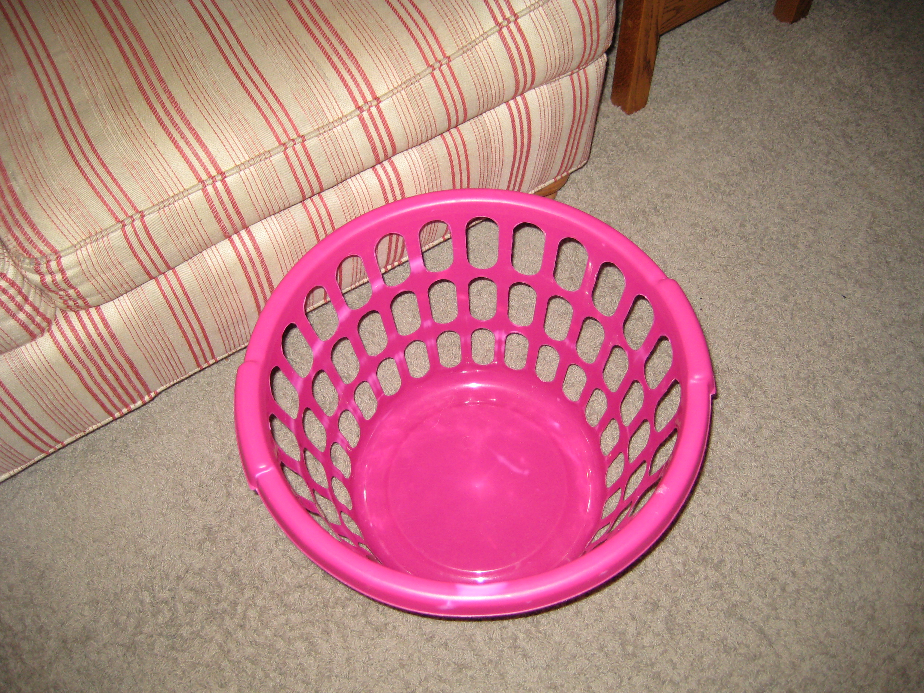 Empty sock basket 001